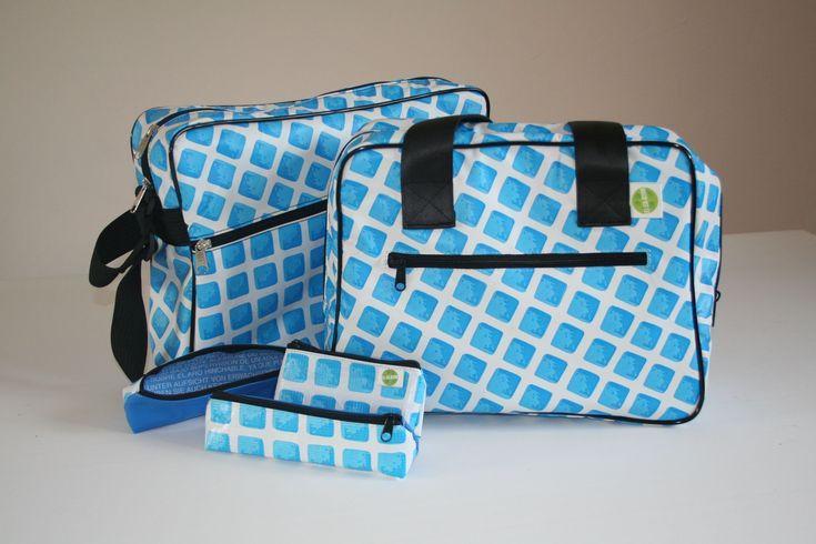 Re-Sac est une collection de sacs et accessoires en bâche de piscine. Les liners de piscine ainsi upcyclés reprennent vie localement et durablement. En effet, les Zizas, deux créatrices essonniennes en assure la confection avec la contribution de personnes handicapées pour la couture. Pour boucl…