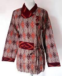 http://trendbajubusanamuslim.com/koleksi-model-baju-kerja-batik-lengan-panjang-muslimah/