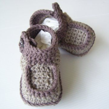 Free Crochet Baby Shoes Patterns | Side-Button Boots Crochet Pattern PDF - Holland Designs Crochet