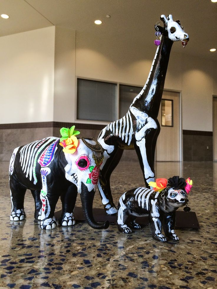 smART Class: Dia De Los Muertos Animals... LOVE this idea! Culture, Art, Science! and the video made me cry!