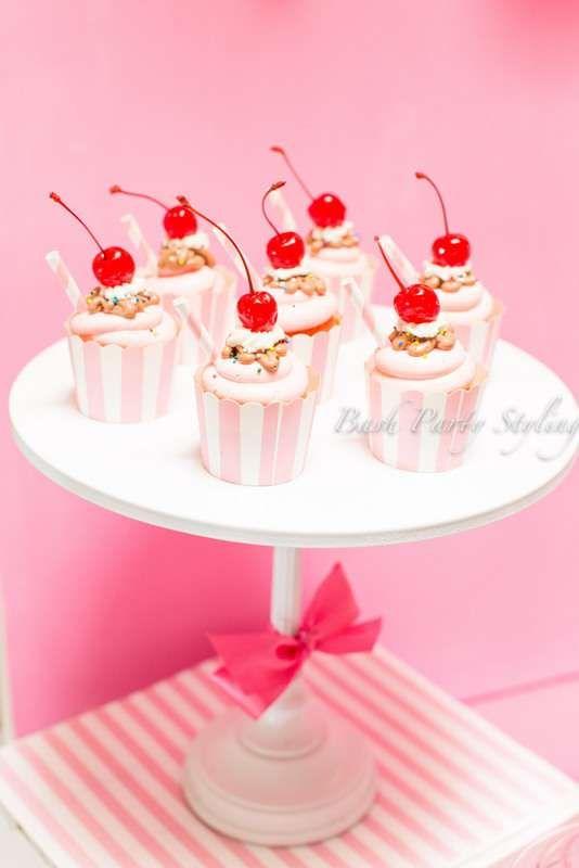 ¡Geniales cupcakes en una fiesta de cumpleaños de helado! Ver más ideas para fiestas en CatchMyPar …   – Cupcakes