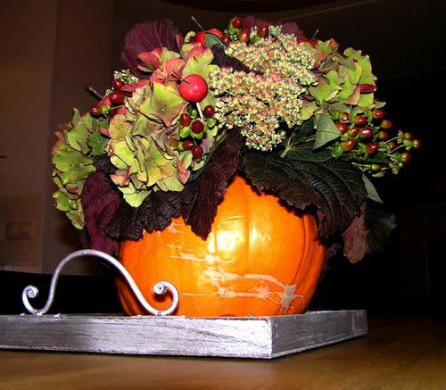 pompoenen bewaren - pompoenen uithollen en bewaren - Halloween 31 oktober - bloemschikken in uitgeholde pompoenen