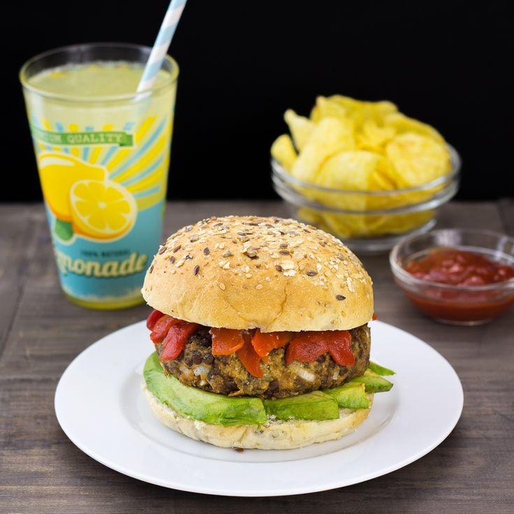 Receta de hamburguesa vegana, preparada a base de lentejas y tofu. Muy sabrosa y fácil de preparar. Rica en proteínas y hierro.