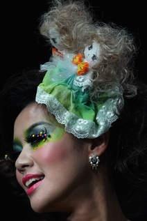 China fashion week makeup #green #blue