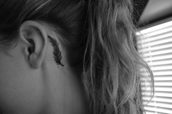 25 Subtle Behind-The-Ear Tattoos That Are Absolutely Perfect