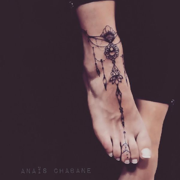 Anais Chabane's Mehndi Style