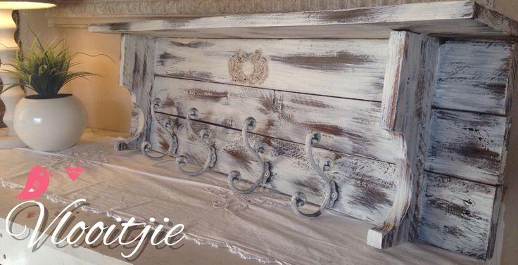 Hout rak met hakkies / wooden home decor
