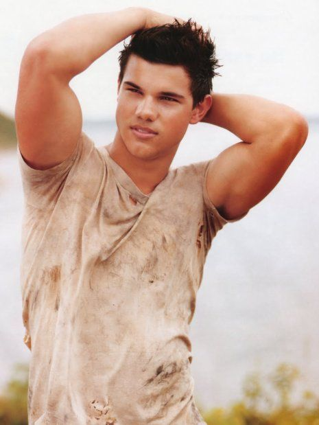 Oh Taylor Lautner.. I am patiently waiting until you, sir, are legal.