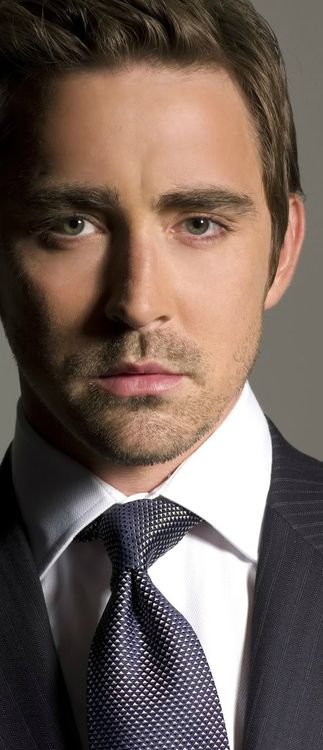 I figured that THE FIRST pin on this board should be meaningfull, it has to be an actor who is great, brilliant, versitile, talented and... well hot = this was the first who came to my mind #LeePace