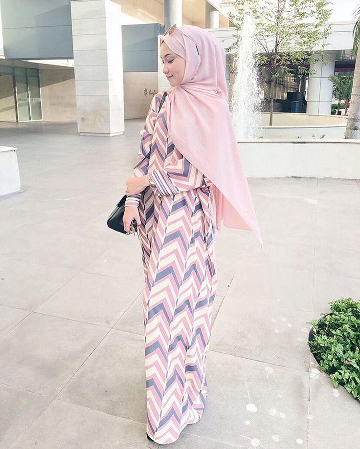 "3,841 Likes, 25 Comments - Mynn ✨ (@yasminazhar) on Instagram: ""Chiffon shawl from @avantgardescarf Hargaaaa shawl semua murah murah dekat @avantgardescarf ,…"""