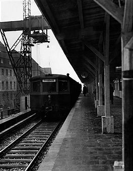 Fancy  S Bahnzug nach Grunewald am S Bahnhof Zoo