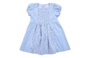 Vestido para bebe niña, en corduroy azul y tela estampada de florecitas azules.