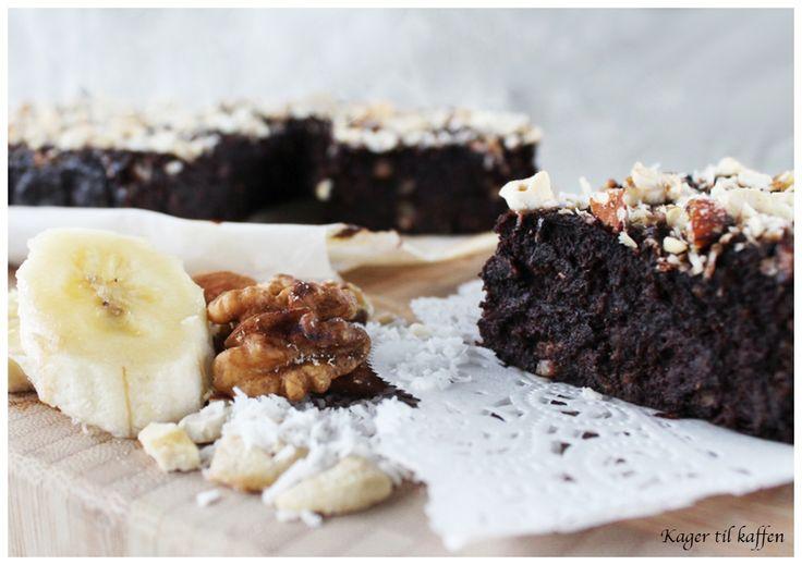 """Jeg har længe haft lyst til at lave en """"sund"""" kage. En kage der ikke påvirker blodsukkeret og en kage der kan nydes med """"god"""" samvittighed. Denne super lækre (sukker-fri, gl…"""