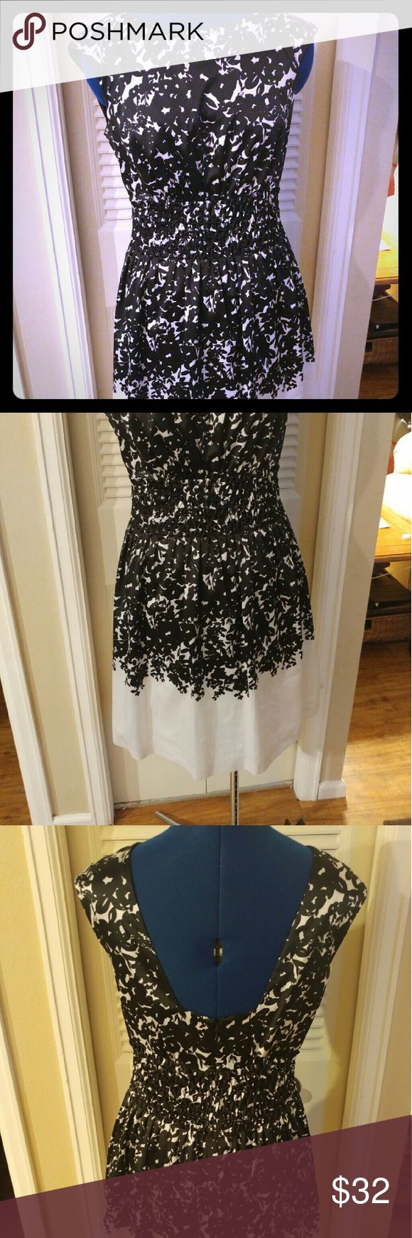 Floral Lovely Black and white classic cut floral dress, tea length, worn for a wedding and a Kentucky Derby party! Huge hit, all business in the front with lovely v shape cut out in the back. 4% spandex gives you a bit of breathing room around the middle but keeps a beautiful silhouette. Jessica Simpson Dresses Midi
