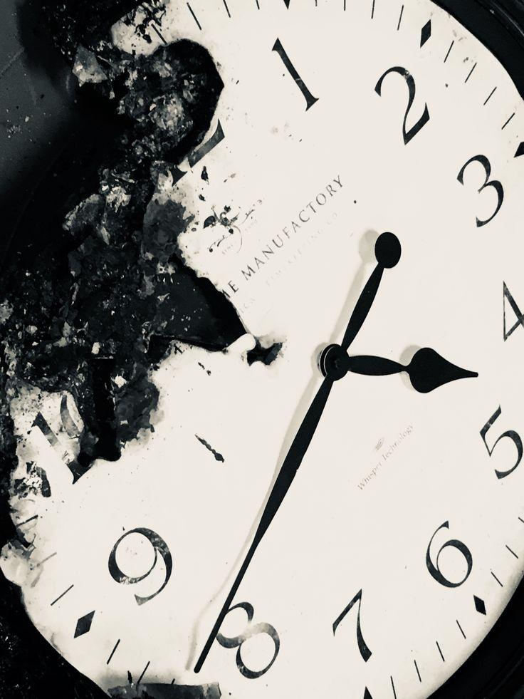 Burnt clock aesthetic black Black aesthetic, Clock, Umbrella