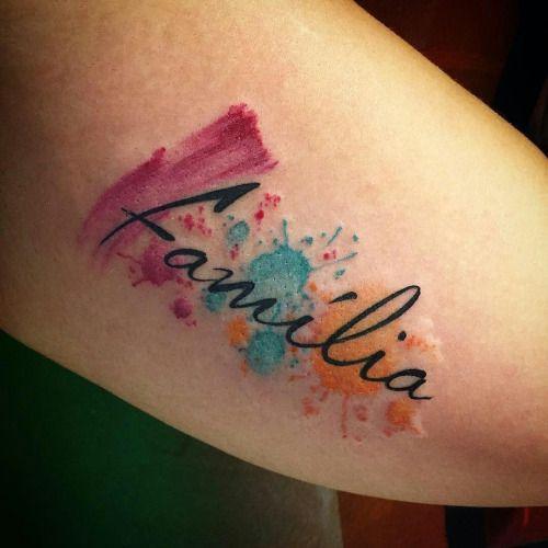 Tatuagem aquarela homenageando a família