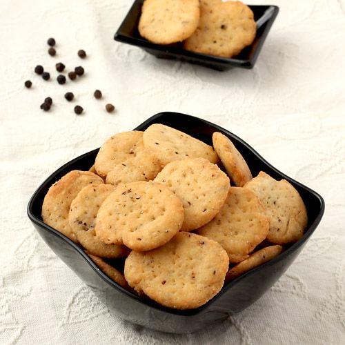 Crispy Methi Mathri Crackers