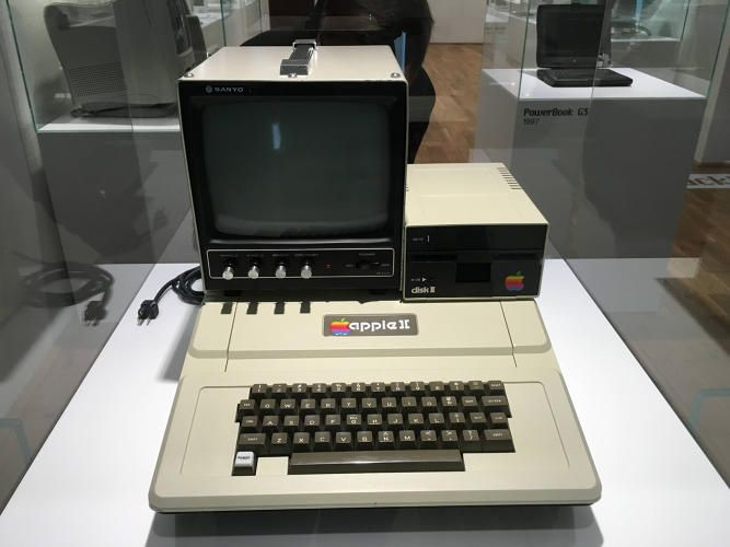 GEEK OUT ON THIS NEAT COLLECTION OF APPLE PRODUCTS IN PRAGUE'S UNOFFICIAL APPLE MUSEUM—THE COLLECTION BOASTS 472 PRIVATE EXHIBITS SPANNING APPLE, PIXAR, AND NEXT; Details>