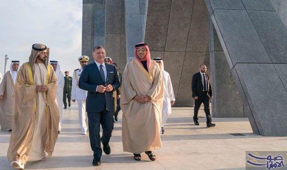 عبدالله الثاني يزور واحة الكرامة ويضع إكليلا من الزهور أمام نصب الشهيد Coat Fashion Jackets