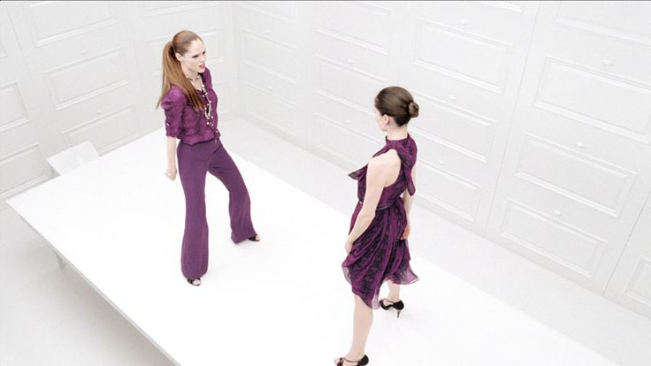 Коко Роша применяет свои танцевальные навыки в рекламе