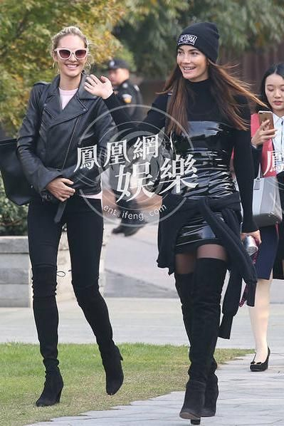 7e6a48a671 Lily Aldridge wearing Popsockets  Expanding Stand and Grip For Smartphones  and Tablets