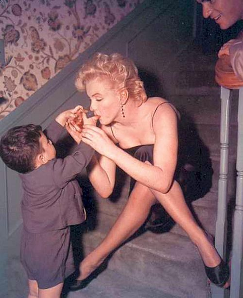 Marilyn accepting a drink from an admirer