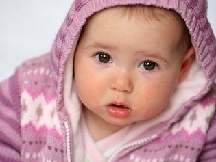 BÉBÉ FAIT SES DENTS : COMMENT LE SOULAGER ?  http://www.topsante.com/ma-vie-de-maman/arrivee-bebe/Bebe-comment-soulager-ses-poussees-dentaires