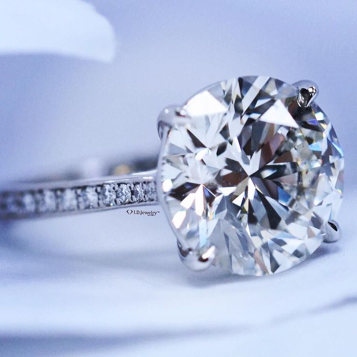 Ever wonder what 4.00 carats of SPECTACULAR looks like?....we'll wonder now more!!!...you're lookin at it. This Therese setting from Jeff Cooper's Bridal collection is perfectly crafted to house this beast...the diamond I mean  #jeffcooper #jeffcooperdesigns #bigbling #wbw #wcw #roundcut #pavè #engagementring #engagement #ring #platinum #idjbling #idjewelry #idjsparkle #GIA #GIACertified #fashion #style #