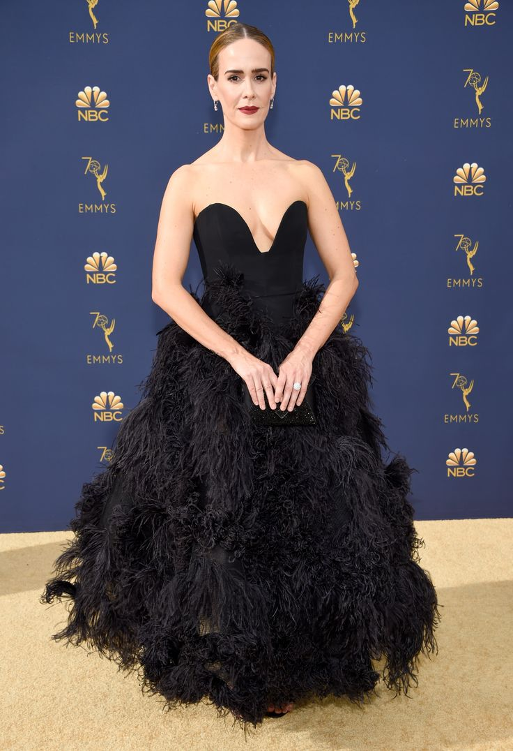 Every Single Look From the 2018 Emmy Awards Red Carpet – Lynne Goldin