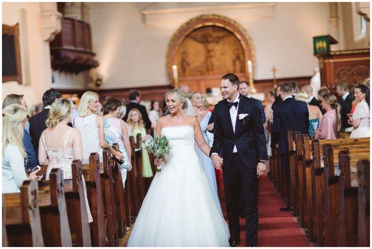 Newlyweds walking down the aisle // Brudepar i Fagerborg kirke, Oslo