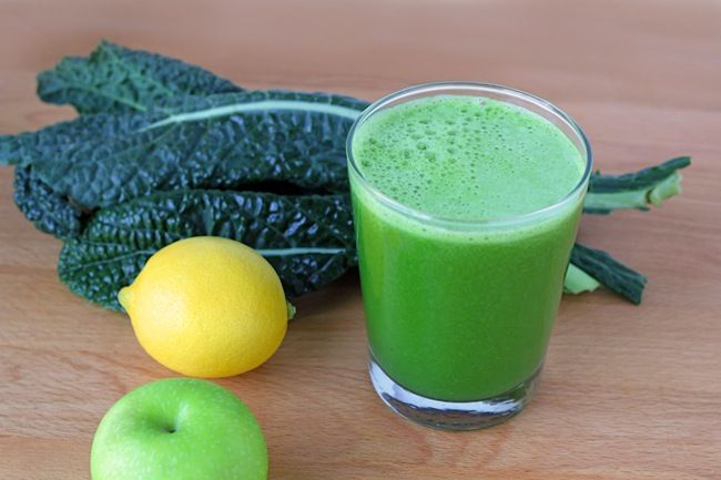Green Lemonade 2 small green apples 1 lemon, peeled ½ cucumber 6 stalks celery 6 large pieces of kale 1-inch piece of ginger