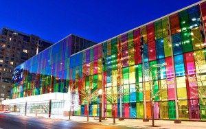 La façade colorée du batiment