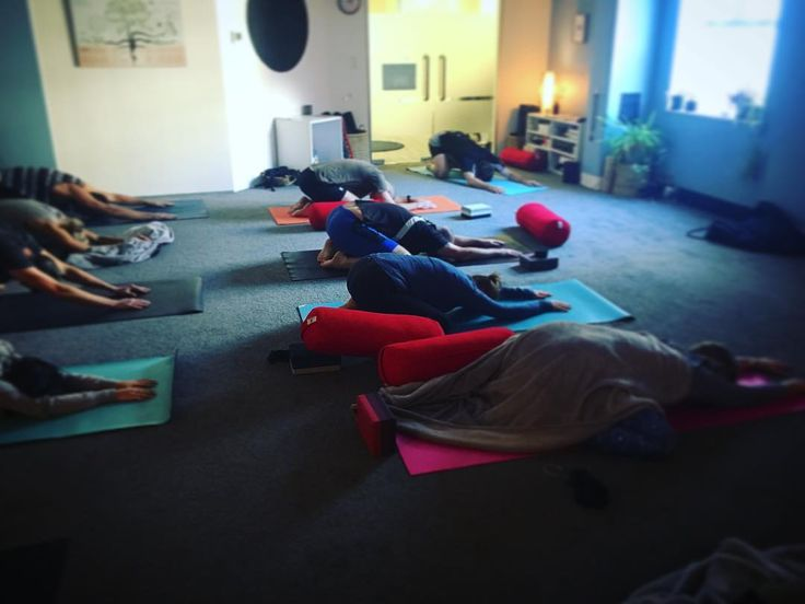 As usual our Popular Monday Stretch at the studio CBD  so nice to see you all guys today. . . . . . . . #yoga #Stretch #Monday #yin #hotyoga #yogalounge #yogacbd #corporateyoga