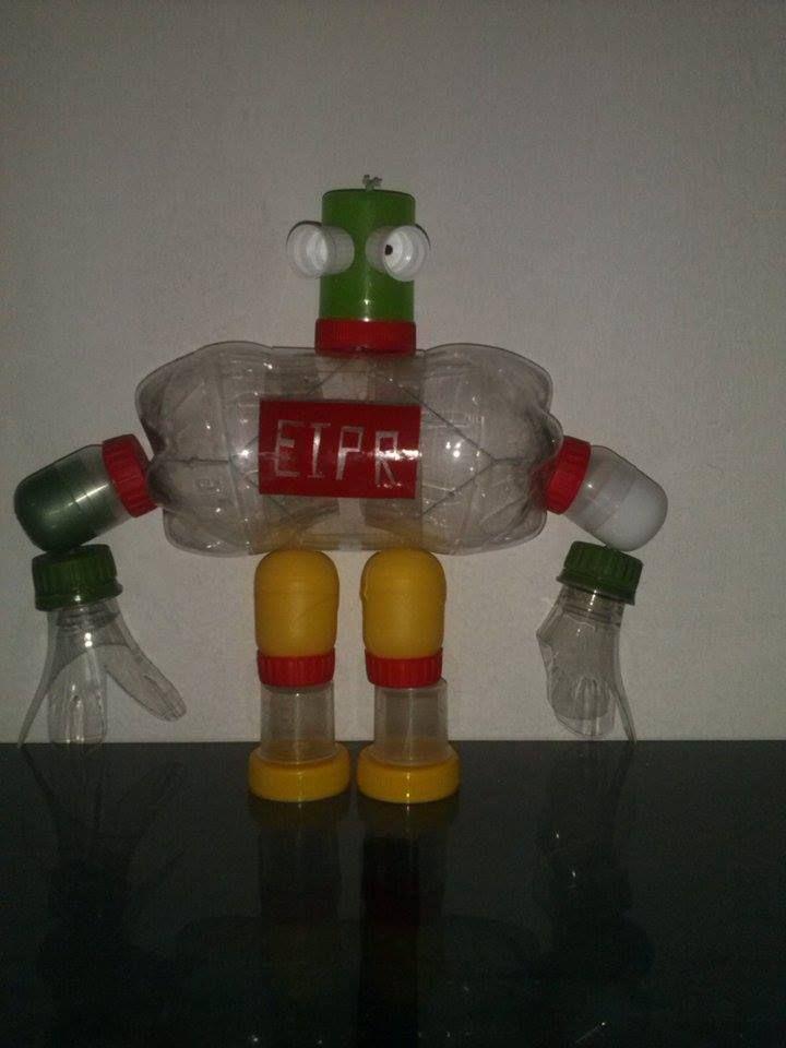 Robot con material reciclado, pet