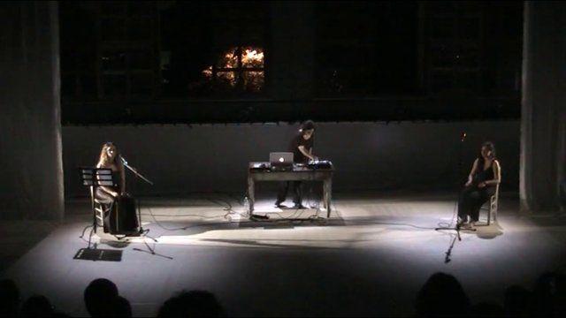 """""""Pentagramma di sogni"""" – Concerto 3.0  di Patrizia Mattioli – sabato 14 giugno ore 21.15 Sabato 14 giugno alle ore 21.15 Europa Teatri Parma  Musiche e Live Electronics Patrizia Mattioli Canto Alessia Galeotti Voce Sandra Soncini Frequenze che si incrociano Radio Fantastiche Onde che si infrangono in canti sognanti senza tempo Pulsazioni ipnotiche Dub Desdemona Pentagramma di sogni -------------------------------"""
