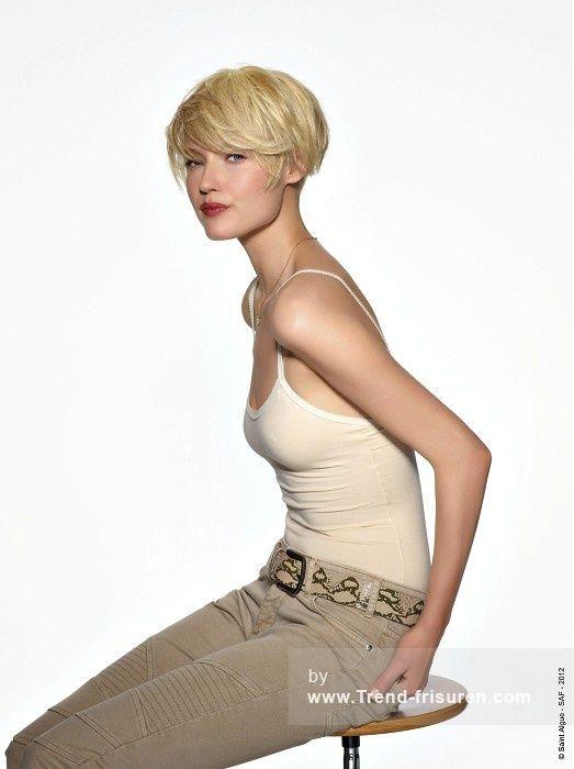 SAINT ALGUE Kurze Blonde weiblich Gerade Farbige Frauen Büro Frisuren hairstyle…