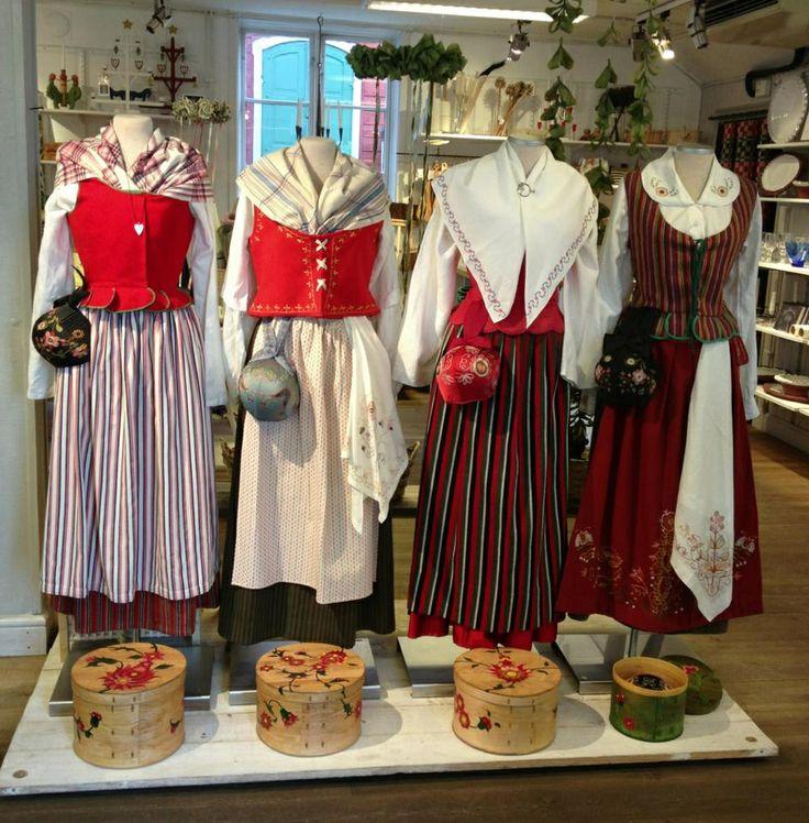 Folkdräkter from Östergötland - from the left: Skedevi, Kinda, Vånga & Gryt (skärgårdsdräkten). Källa: hemslöjden i Östergötland