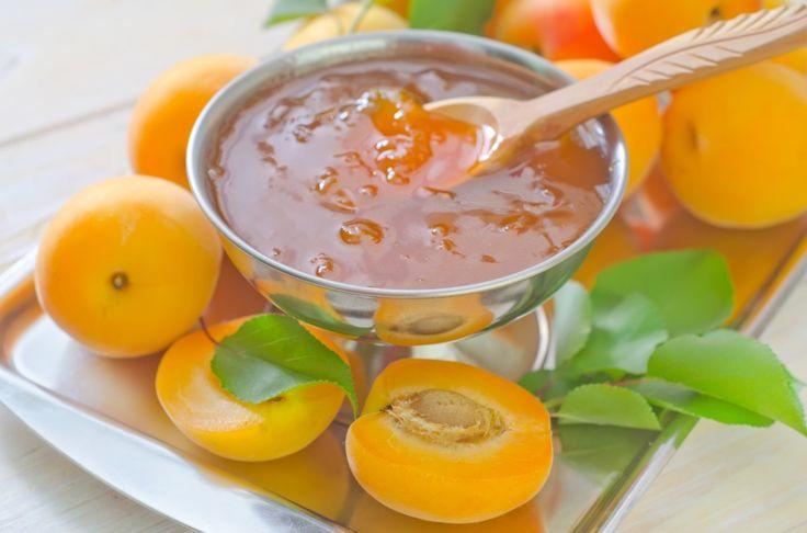 На юге Украины в июле в каждом дворе воздух наполняется тонким ароматом абрикосового варенья. В былые времена этот вкусный продукт варили ведрами. Сегодня в каждом супермаркете круглый год свежие фрукты, поэтому варенье утратило лидирующее место десерта.