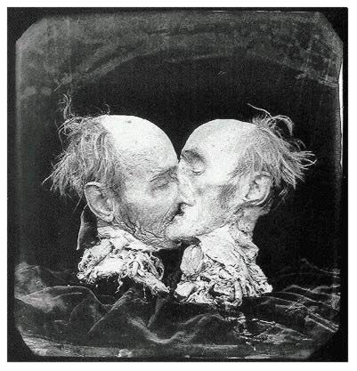 Le Baiser (The Kiss) - 1982.jpg JOEL PETER WITKIN - FOTOGRAFIA DA INDIFERENÇA
