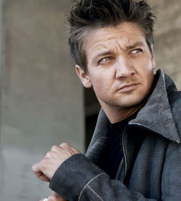 """How is Jeremy Renner 40?!  And why is he so strangely good looking?!  He was so rapey in """"North Country"""" and then suddenly totally hot in """"The Hurt Locker"""".  Also, I think I took two breaths for the entire time I sat in the theatre watching """"The Hurt Locker""""."""