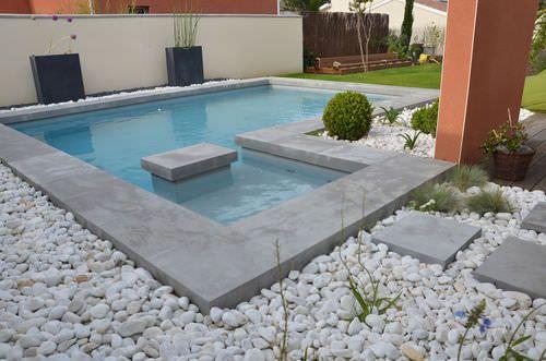 Margelle de piscine en béton ROUVIERE