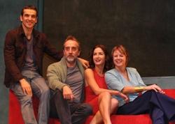 """""""DESEO"""", LA HISTORIA DE 4 PERSONAJES QUE SE REÚNEN DURANTE UN FIN DE SEMANA Y VIVEN FUERTES TENSIONES Miguel del Arco es uno de los directores teatrales más respetados del momento. Cada montaje se recibe con expectación desde su éxito en 2009 con la obra """"La función por hacer"""". Ahora presenta """"Deseo"""", la historia de 4 personajes que se reúnen durante un fin de semana y viven no pocas tensiones, con Luis Merlo, Gonzalo de Castro, Emma Suárez y Belén López. #teatro"""