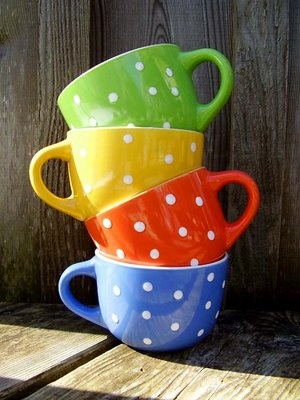 polka dot tea cups......I love polka dots.