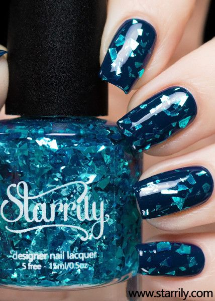 Frozen ice shards straight from the sea. ☆ Bright blue shredded glitter in a clear base. Glitter shred sizes are on the larger size. Swatches shown over a teal/navy base.