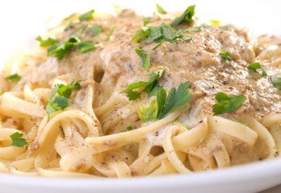 Pâtes au thon : 180g de pâtes - 120gr de thon - huile d'olive - crème de fleurette légère - parmesan - sel et poivre