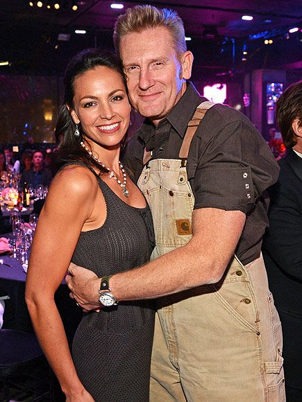 Joey Feek 'Can No Longer Get Out of Bed,' But Insists She Will 'Beat' Cancer, Writes Her Husband http://www.people.com/article/joey-feek-in-bed-determined-beat-cancer