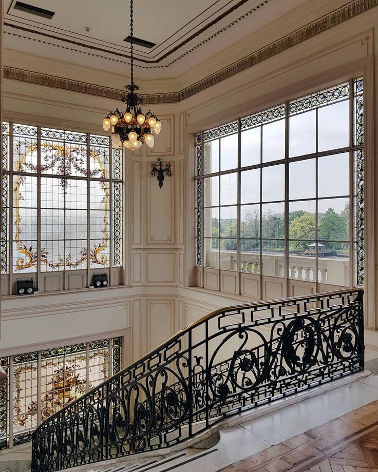 """773 Me gusta, 89 comentarios - Vero Palazzo (@veropalazzo) en Instagram: """"Entré muchas veces al Museo de Arte de Tigre y siempre siempre saco alguna nueva foto. Esta creo…"""" Largest Countries, Countries Of The World, Palazzo, Valance Curtains, Castle, Stairs, Windows, Architecture, City"""