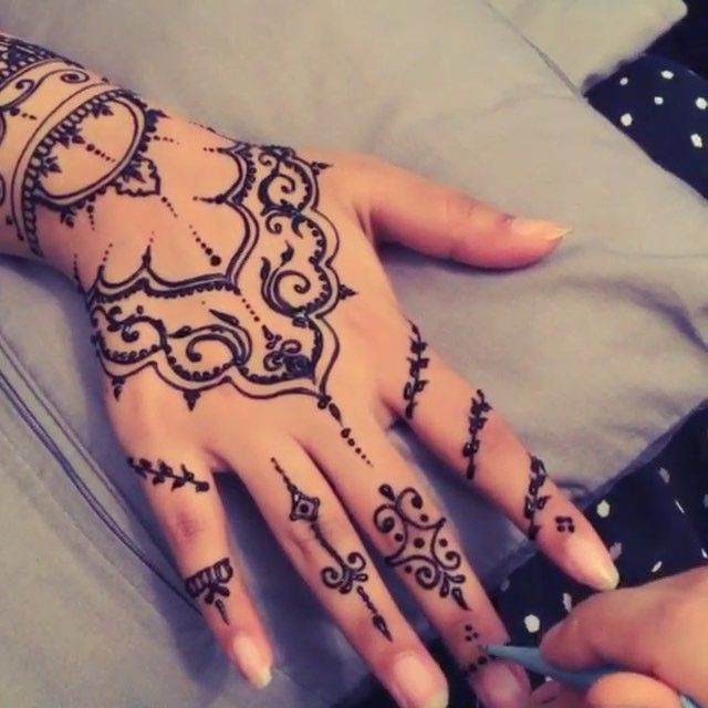Beautiful Henna Design Artist:|@girly_henna|