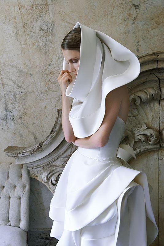 Collezione Signature 2014 - Elisabetta Polignano: per una sposa raffinata che desidera celebrare la sua unicità: un cappuccio speciale al posto del velo #wedding #weddingdress #weddinggown #abitodasposa