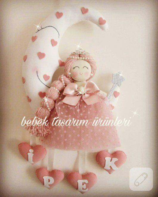 Kaşmirden prenses kapı süsü, kız bebek odaları için pudra pembe tonlarında ve isim tabelalı bir model. erkek bebek odası kapı ve duvar süsü modelleri, yenidoğan hastane çıkışı...